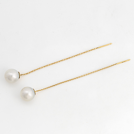 18k gold and cultured south sea pearl necklace.