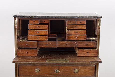 SekretÄr sengustavianskt stockholsmarbete gottlieb iwersson (mästare och hovschatullmakare i stockholm 1778-1813).