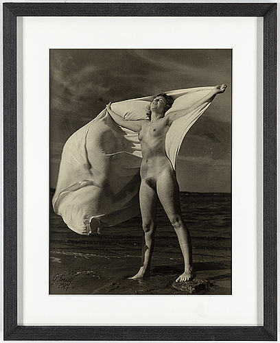 Per forsell, silver gelatin print, signed and dated 1947.