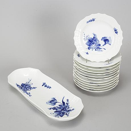 "Royal copenhagen, kaffe- och teservis, 28 delar, porslin. ""blå blomst"", danmark, 1900-talets andra hälft."