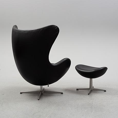 """Arne jacobsen, fåtölj och fotpall, """"Ägget/ the egg chair"""", arne jacobsen, fritz hansen, danmark."""