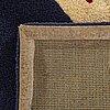 Matta tufftad ull i relief, ca 220 x 220 cm.