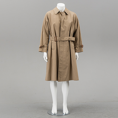 Burberry, a trench coat with lining, size 50.