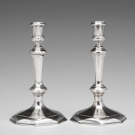 A pair of english early 18th century silver candlesticks, mark of thomas merry i, london 1712.