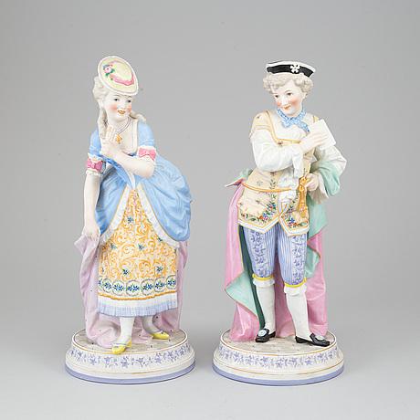 A pair of porcelain figurines, circa 1900.