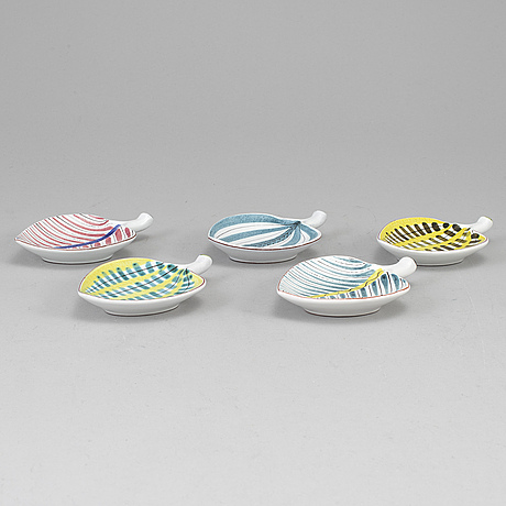 A set of five faiance leaves by stig lindberg for rörstrand.