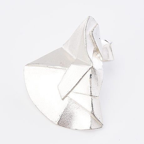Zoltan popovits, a set of sterling silver ring, a pair of earrings and a brooch, 'origami' by lapponia.