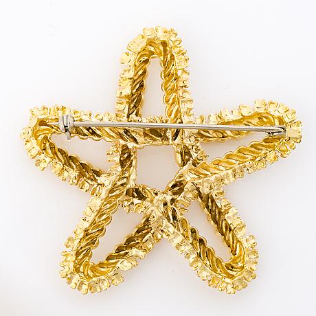 A 18k gold star brooch,
