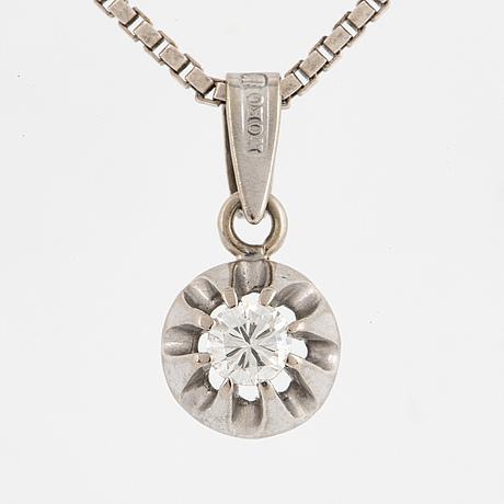 White gold and brilliant-cut diamond pendant, with silver chain.