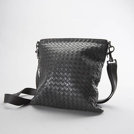 A bottega veneta leather messanger bag.
