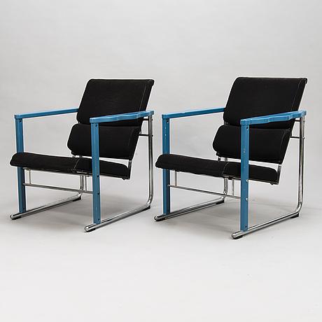 """YrjÖ kukkapuro, nojatuolipari ja sohvapöytä, """"experiment"""", avarte 1980-luku."""