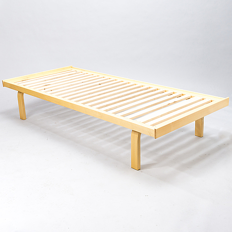 Alvar aalto, a late 20th century '710' daybed for artek.