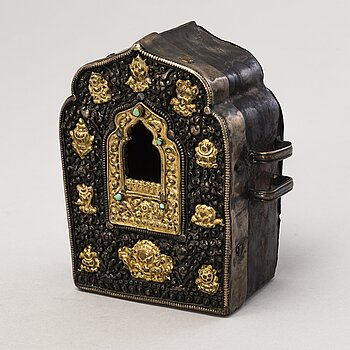 A Tibetan travel case/shrine, early 20th Century.