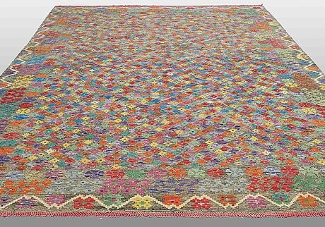 Matta, kilim, ca 394 x 309 cm.