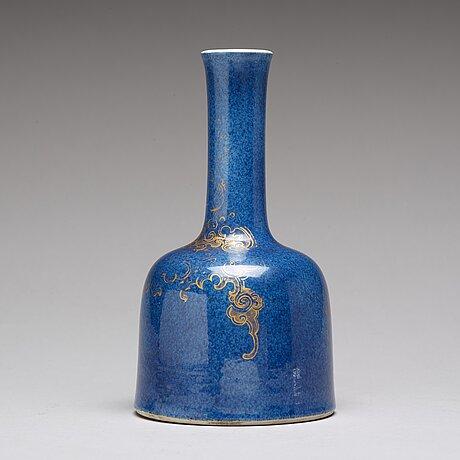 A powder blue vase, qing dynasty, 18th century.