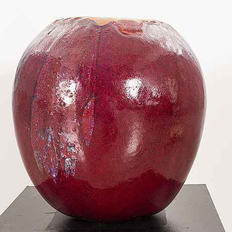 Ulla & gustav kraitz, a glazed stoneware sculpture of an apple, fogdarp, förslöv, sweden 2005.