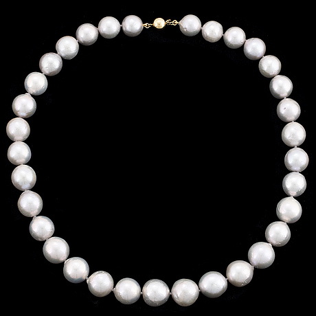 Cultured grey freshwater pearls, goldclasp.