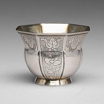 174. A Baltic 18th century parcel-gilt silver vodka-cup, mark of Ludolf Lüders, Narva (1726-1745).