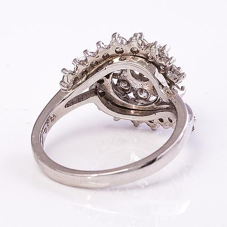 Ring, 18k vitguld, diamanter ca 1.72 ct tot.