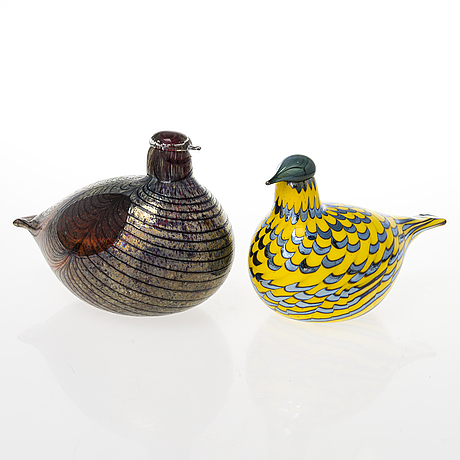 Oiva toikka, two glass birds, signed o. toikka nuutajärvi notsjö.