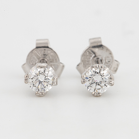 Ca 0,40 ct brilliant-cut diamond stud earrings.