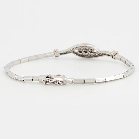 Armband, 18k vitguld med små briljanter och åttkantslipade diamanter.