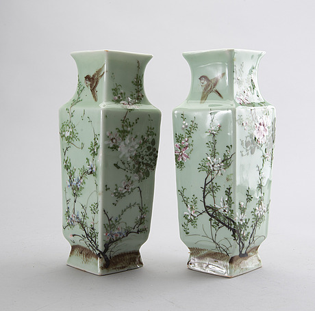 A pair of chines late 19th century porcelain vases.