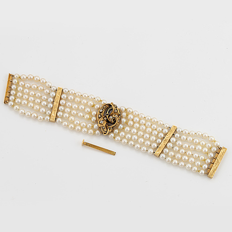 6 strand pearl bracelet. clasp with old-cut diamonds.