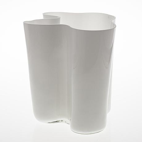 Alvar aalto, a 1960's '3031' vase signed alvar aalto 3031.