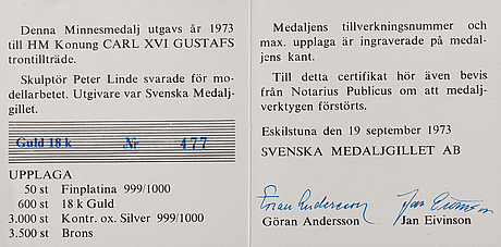 An 18k gold commemorative medallion for carl xvi gustaf, king of sweden 1973, numbered 477/600, signed p. lunde -73.