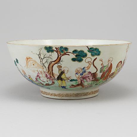 A famille rose mandarin punch bowl, qing dynasty, qianlong (1736-95).