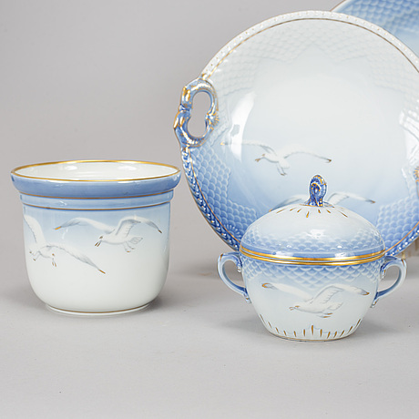 A party 'blå måsen' part coffee and dinner porcelain service, denmark, second half of the 20th century (52 pieces).