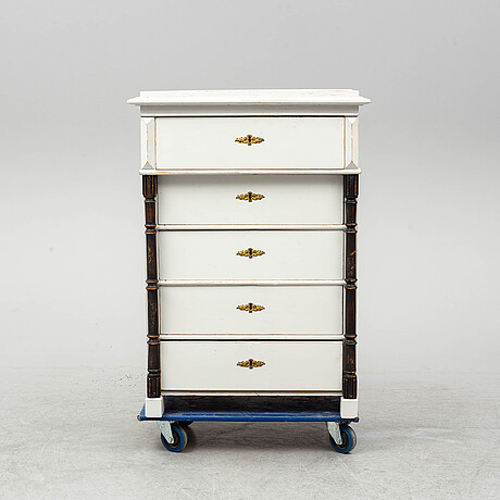 A painted chest of drawers, late 19th century.