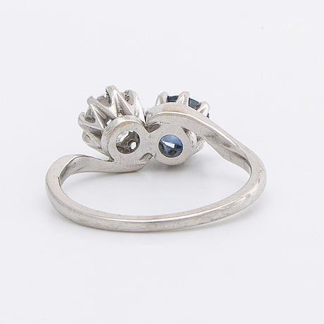 Ring 18k whitegold w 1 old-cut diamond approx 0,50 ct  and 1 sapphire.