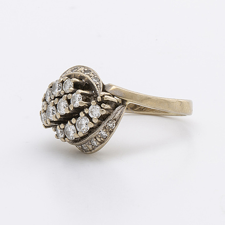 Ring 18k whitegold w brilliant and single-cut diamonds 0,82 ct inscribed.