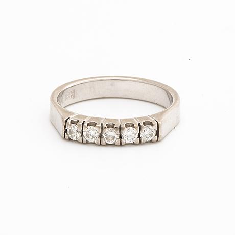 Ring 18k whitegold w 5 brilliant-cut diamonds, schalins.