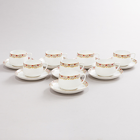 A set of 8 kuznetsov porcelain cups with saucers, russia 1891-1917s.