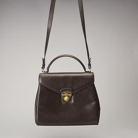 Salvatore ferragamo, handväska med axelrem.