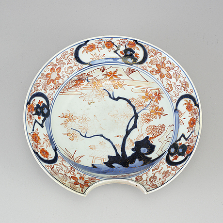 A japanese imari barbers bowl, 18/19th century.