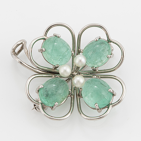 Brooch/pendant, witth emerald and cultured pearls.