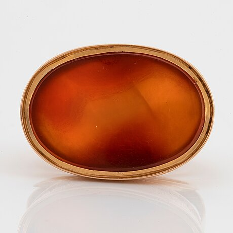 An 18k gold and carnelian seal.