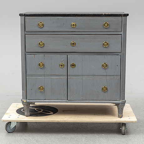 A gustavian chest of drawers, early 19th century.