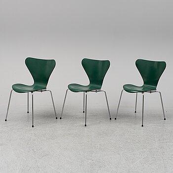ARNE JACOBSEN, three 'Series 7' chairs from Fritz Hansen, Denmark, 1979.