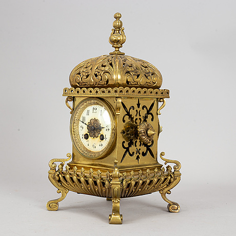 A brass mantle clock, early 20th century.