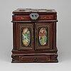 A 20th century chinese jewellery box.