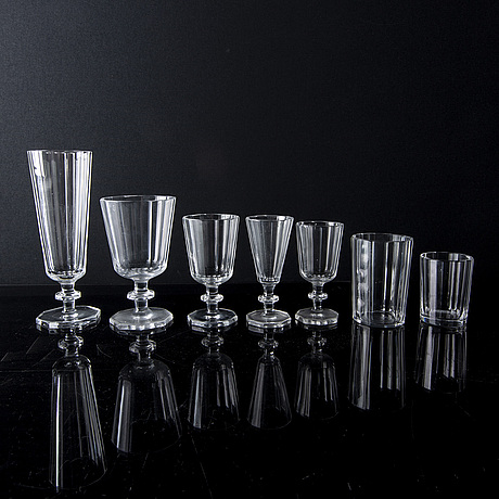 Elis bergh, a part 'karlberg' glass service, for kosta, 59 pieces.