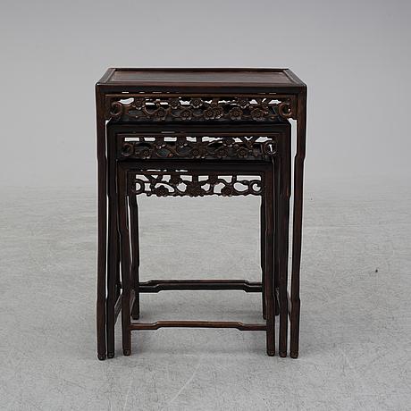 A 3-piece table, china around 1900.