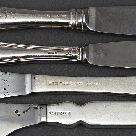 32 silver spoons in different models and size.