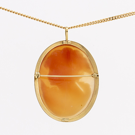 Pendant w chain, 18k gold, shell cameo approx 3 x 2 cm.