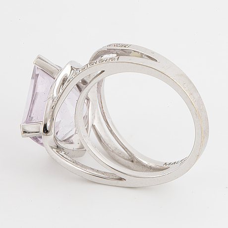 A ring, mauboussin, rose quartz, diamonds, 18k white gold.